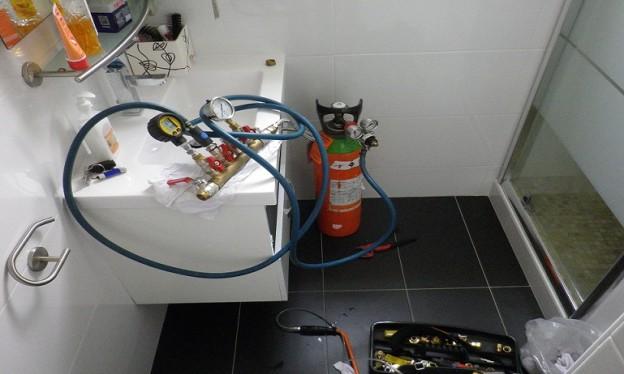 Recherche de fuite dans réseaux encastrés par injection de gaz traceur